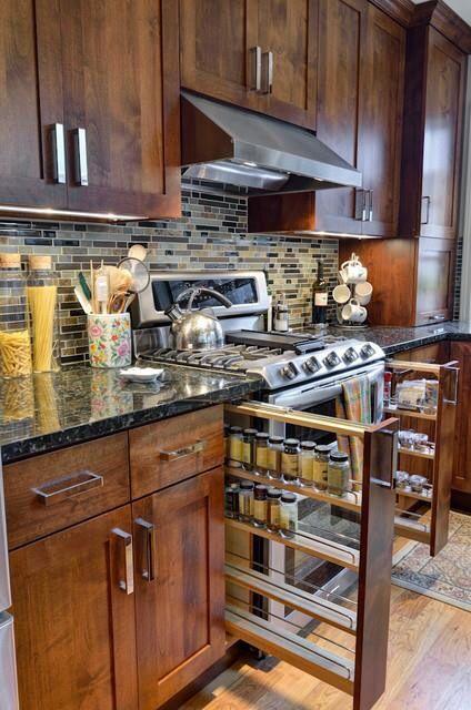 Essa dica é para facilitar na hora de cozinhar, e é incrivelmente simples: mantenha os temperos ao lado do fogão. Que tal usar gavetas como essas?