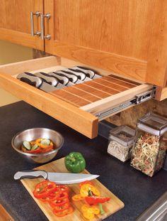 Forma segura e prática de armazenar as facas de preparo Também serve para protegê-las de possíveis arranhões.
